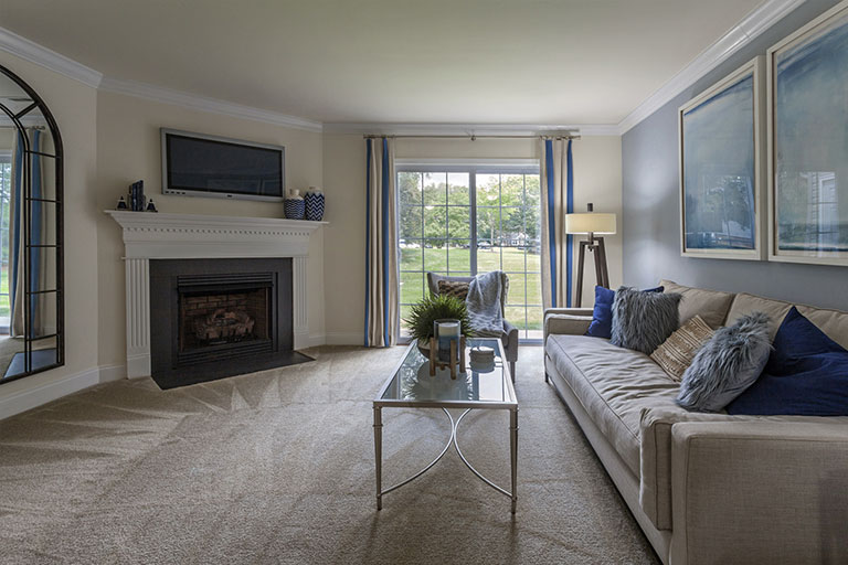 Living room with fireplace at Thomas Meeting apartments in Exton
